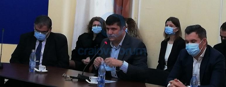 Ringo Dămureanu, deputat AUR, și-a dat masca jos la înmânarea mandatului: Aș dori să vorbim despre libertăți, pentru că, uitați-vă, noi purtăm acum niște măști recunoscute oficial de Guvern ca fiind 80% neconforme