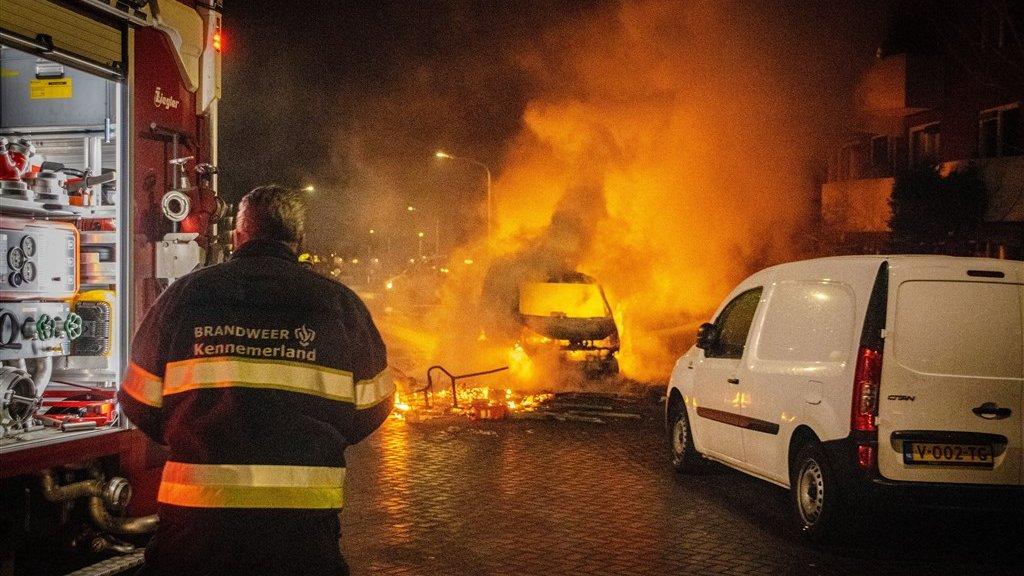 VIDEO: A treia noapte de revolte fără precedent în Olanda