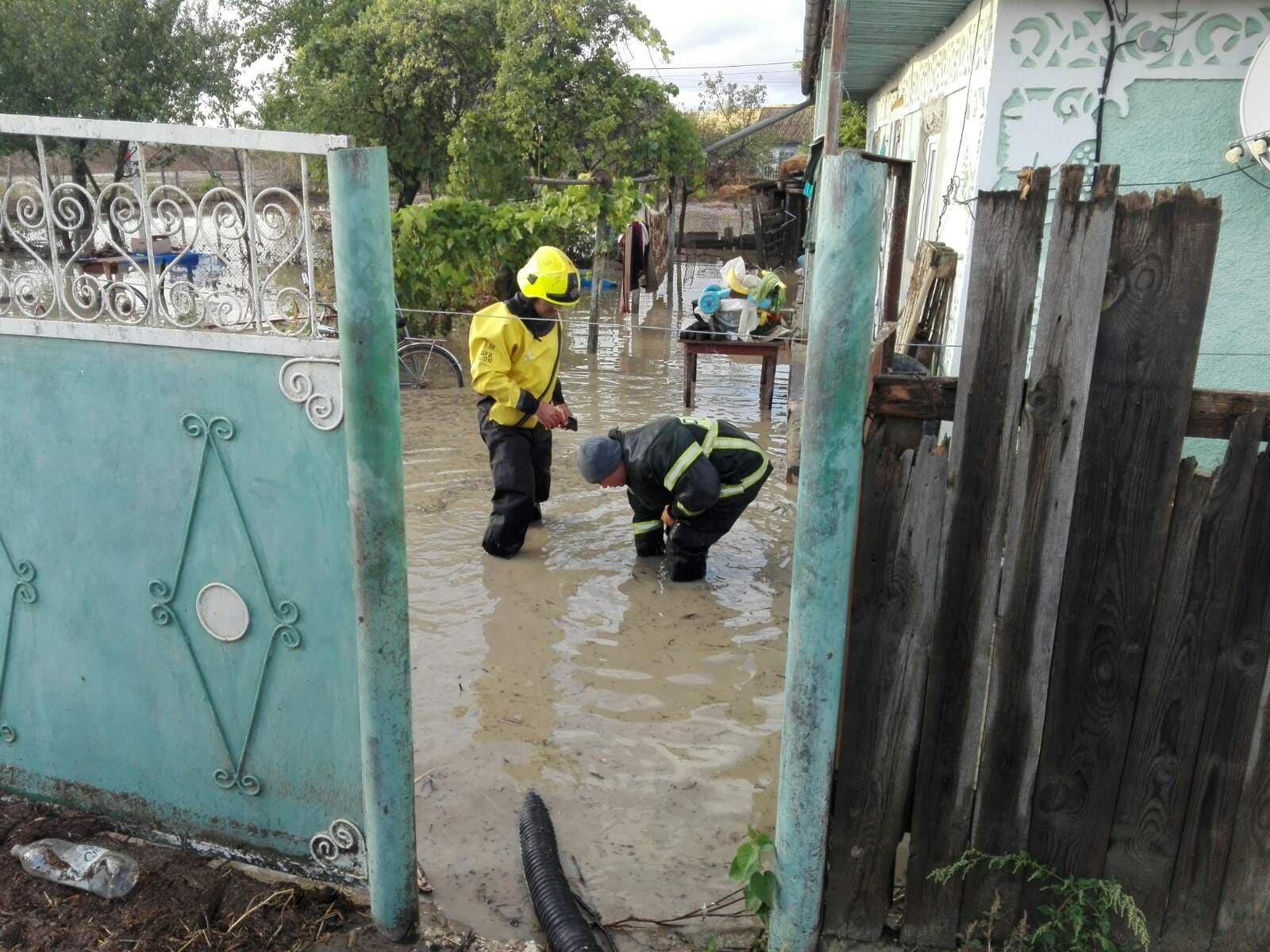 (FOTO/VIDEO) Situaţie dramatică în urma precipitaţiilor din ultimele zile. La Comrat este creat Statul Major pentru gestionarea situației în urma precipitațiilor abundente