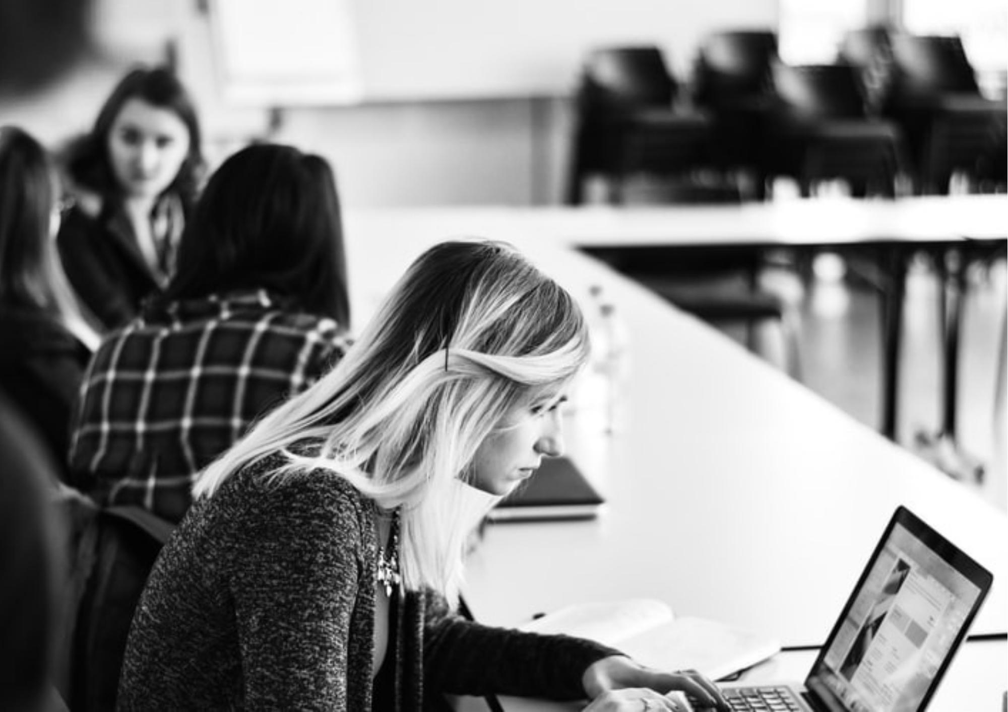 Mediul online…oportunitate sau inconvenient social în 2021? – CRITICII.RO