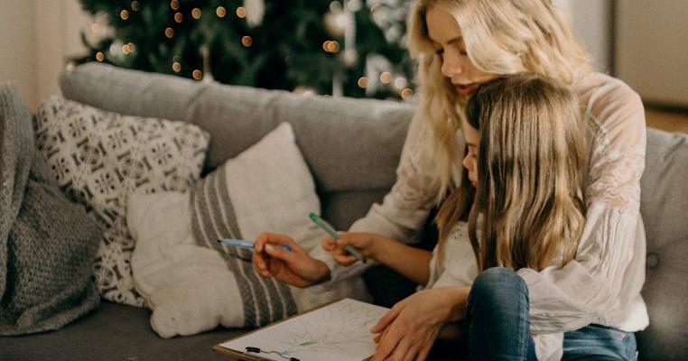 Cum să îți ajuți copilul să trimită Moșului cea mai frumoasă scrisoare