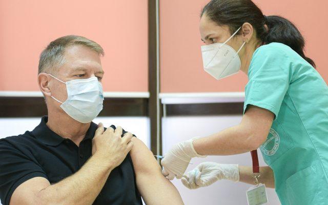 Parlamentarii se vaccinează în al doilea val, înaintea majorității românilor