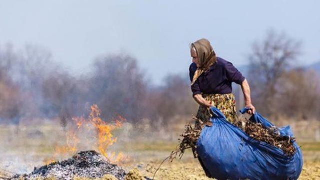 Arderea frunzelor în gospodărie – interzisă de luna viitoare! Amenzi usturătoare!