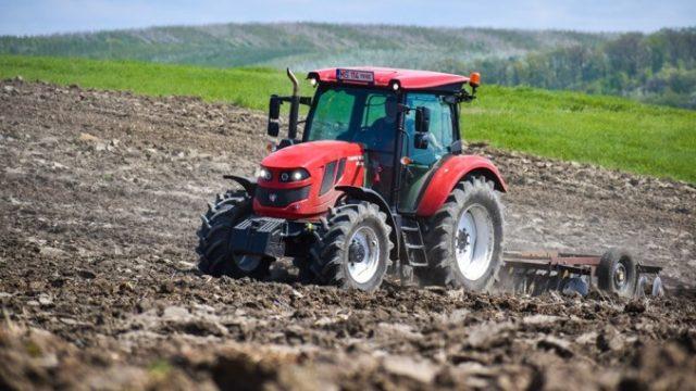 România – țara cu cel mai mare număr de ferme din UE. Doar o treime primesc subvenții APIA!