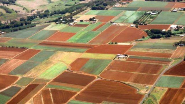 Legea vânzării terenurilor 202a – în vigoare! Cum vinzi și cumperi pământ după noua lege!