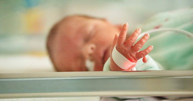 Bebeluș născut prematur depistat cu Covid-19 în Botoșani. Mama sa a fost testată pozitiv