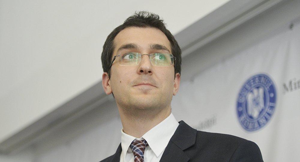 Vlad Voiculescu susține că salariile medicilor nu vor fi scăzute