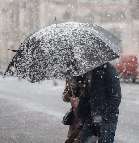Cod galben de ninsori şi viscol în 21 de judeţe, până miercuri seara; vreme rece în mare parte din ţară