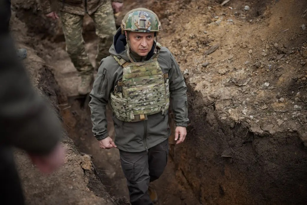 Ucraina: Președintele Zelenskiy a petrecut noaptea în tranșee cu soldații