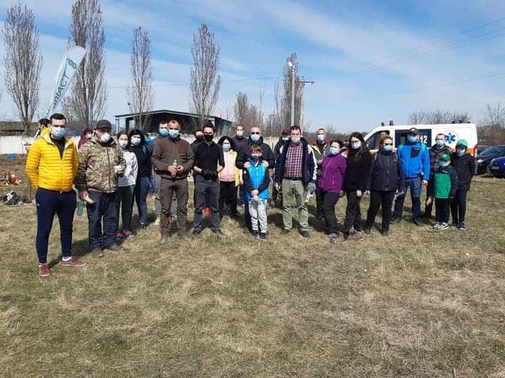 Val de critici asupra deputatului USR Iulian Bulai prins fără distanțare la o plantare: Plantați 1.000 de puieți și tăiați 1.000 de arbori