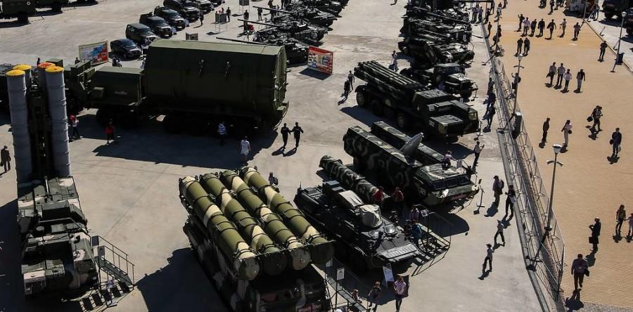 Rusia a concentrat o armată întreagă la granițele cu Ucraina: Peste 87.000 de militari, 1.100 de tancuri. Arsenalul complet