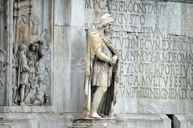 PF Daniel a subliniat originea dacică Sf. Constantin cel Mare: A fost Dacicus MAXIMUS. A construit un pod peste Dunăre la Sucidava și apoi a ajutat Banatul, Oltenia și Muntenia să se creștineze