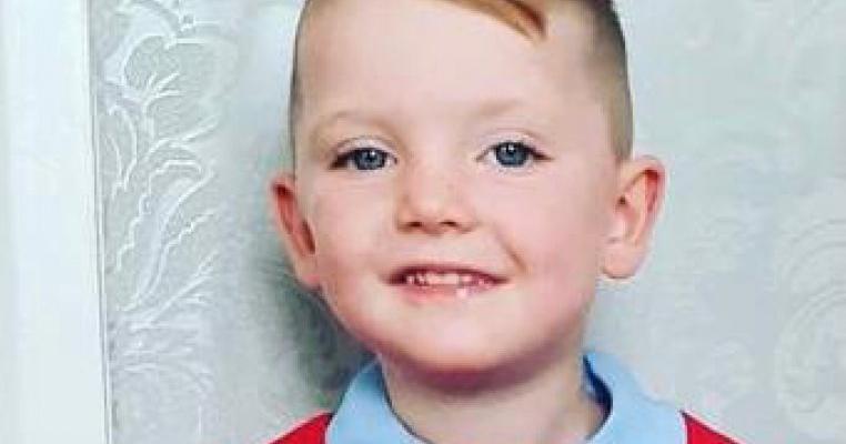 Un copil de 3 ani care suferea de cancer a murit după ce a fost tratat cu paracetamol