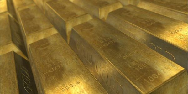 Ungaria şi-a triplat rezervele de aur, iar Polonia le-a adus acasă și va mai cumpăra 100 de tone. 60% din rezerva României e ținută la Londra