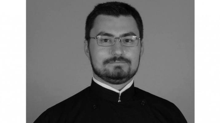 Tragedie : Un preot de 34 de ani, tată a patru copii, a murit la doar trei săptămâni după ce a fost depistat pozitiv