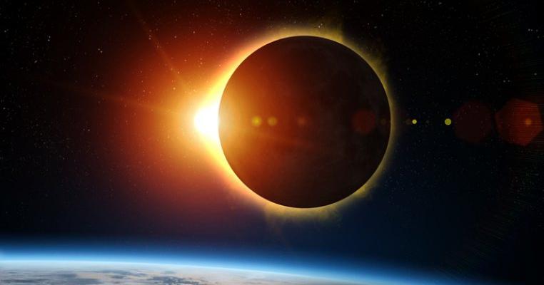 Începe eclipsa de Soare! Iată cum o poți vedea și ce să îl înveți pe copilul tău