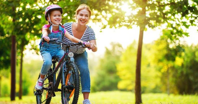 7 abilități pe care copilul tău poate să le învețe de la tine vara aceasta