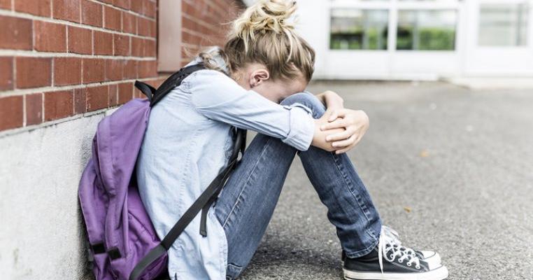 O elevă din Focșani este internată la Psihiatrie după ce a fost agresată de profesoara de matematică