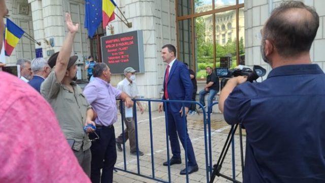 Oierii și vânătorii – protest la Ministerul Mediului. Tánczos Barna, în mijlocul manifestanților!