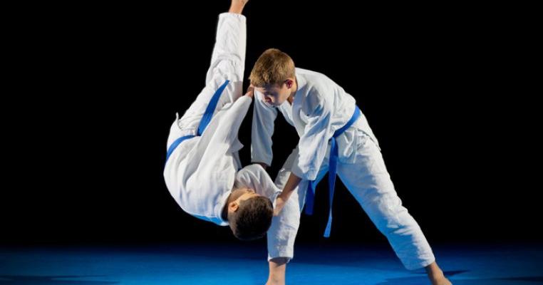 Un copil de șapte ani a murit după ce a fost trântit de 27 de ori în timpul unui antrenament de judo