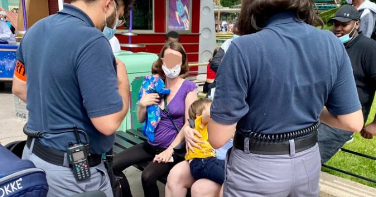 Scandal la Disneyland Paris: unei mame i s-a cerut să nu mai alăpteze în public. Care au fost reacțiile