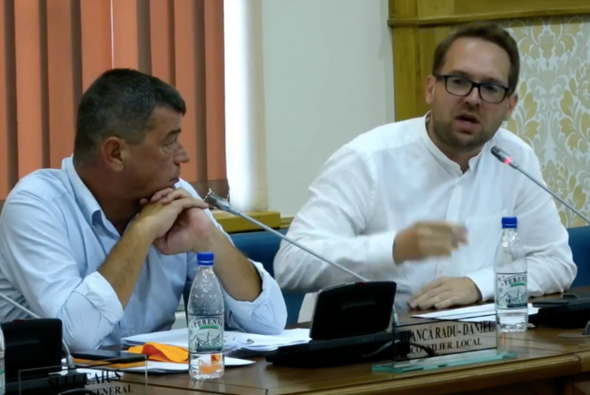 VIDEO | Dominic Fritz a răbufnit în Consiliul Local. Au trecut proiectele care-l obligă să-și publice dovada domiciliului și diplomele de studii