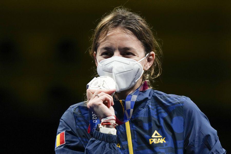 Jigniri scandaloase la adresa sportivei Ana Maria Popescu din partea unui consilier PNL: Nu merita să poarte medalia la gât, ci să şi-o bage în fund! – 60m.ro