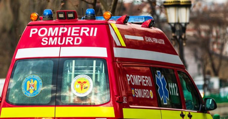 Un copil din Caraș-Severin a murit după ce mama lui s-a urcat la volan fără permis. Mașina cu cei 4 copii s-a răsturnat într-un pârâu
