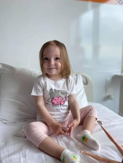 Ajutor pentru salvarea unei inimioare de doar 2 ani: Micuța Anastasia are nevoie de 100.000 de euro în doar 23 de zile pentru a trăi