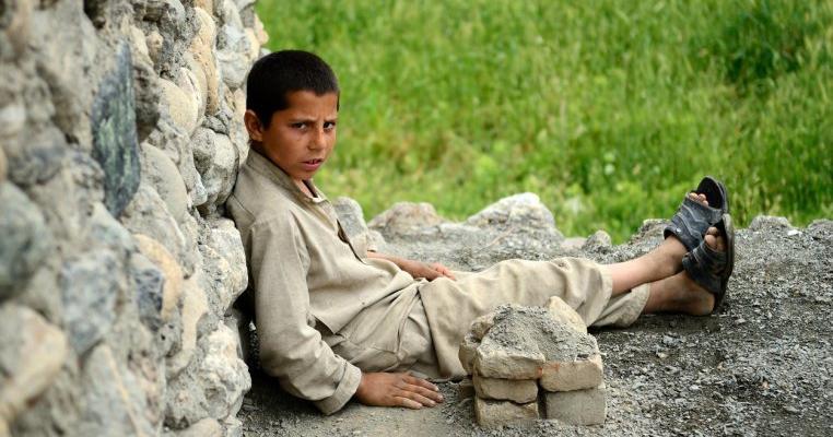 O româncă, prinsă cu un copil afgan în geamantan. L-a salvat de ororile ocupației talibane