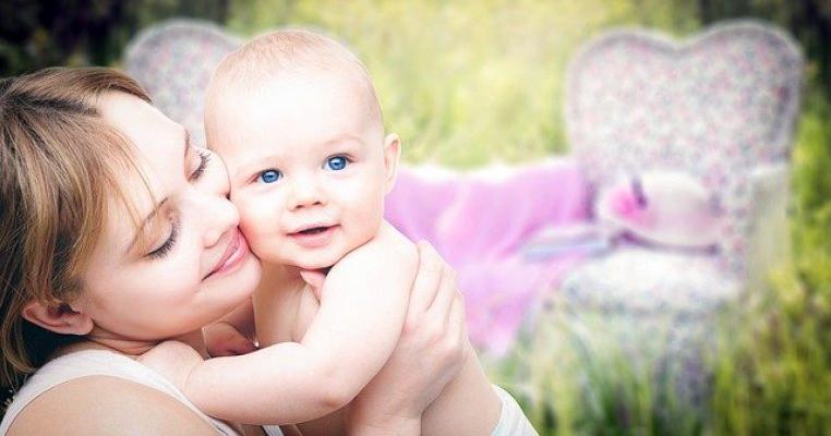 100 de mesaje emoționante pentru mămici care au născut