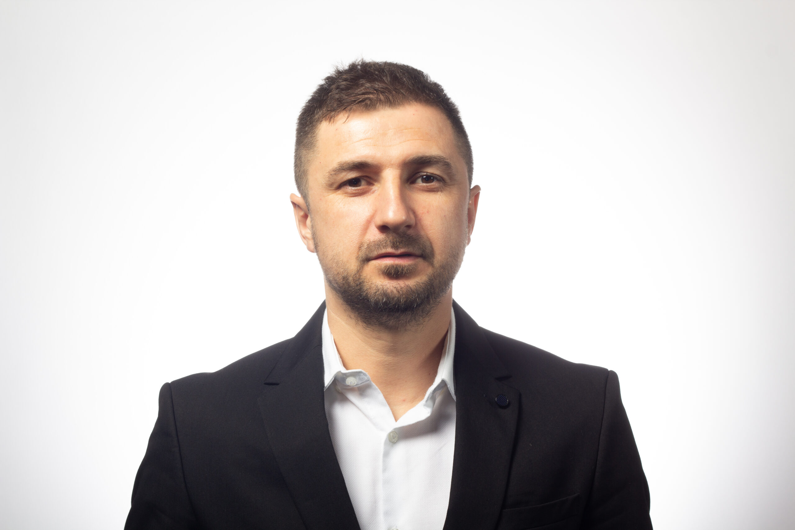 Laurențiu Cazan, coodonatorul din 10 august, a fost trimis în Prahova de USR și PNL – CURIERUL ROMÂNESC