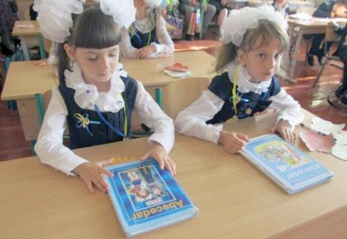 Guvernul USR-PNL se opune redeschiderii școlilor