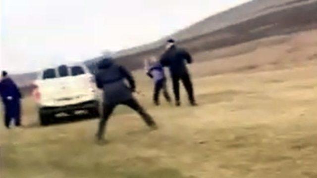 Atacați cu furcile de cei care pășunează ilegal terenurile! – VIDEO