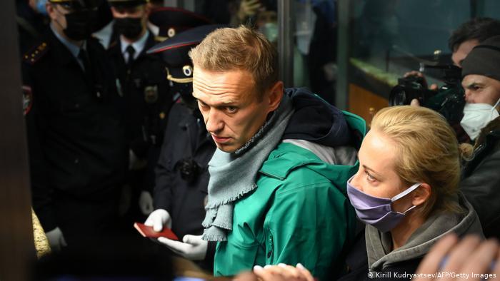Oponzantul Alexei Navalny, arestat pe aeroportul din Moscova
