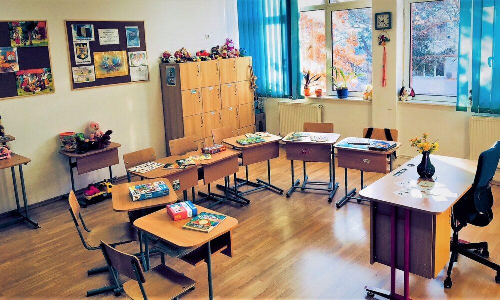 Se deschid școlile în data de 8 februarie