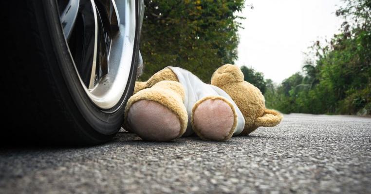 O fetiță de 1 an și-a găsit sfârșitul călcată de tatăl ei cu mașina. Avertismentul mamei ei pentru toți părinții