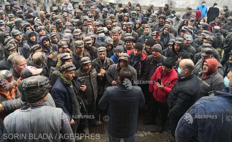 S-a detensionat situația în Valea Jiului: Minerii au renunțat la protest după ce au primit asigurări că-și vor primi banii restanți