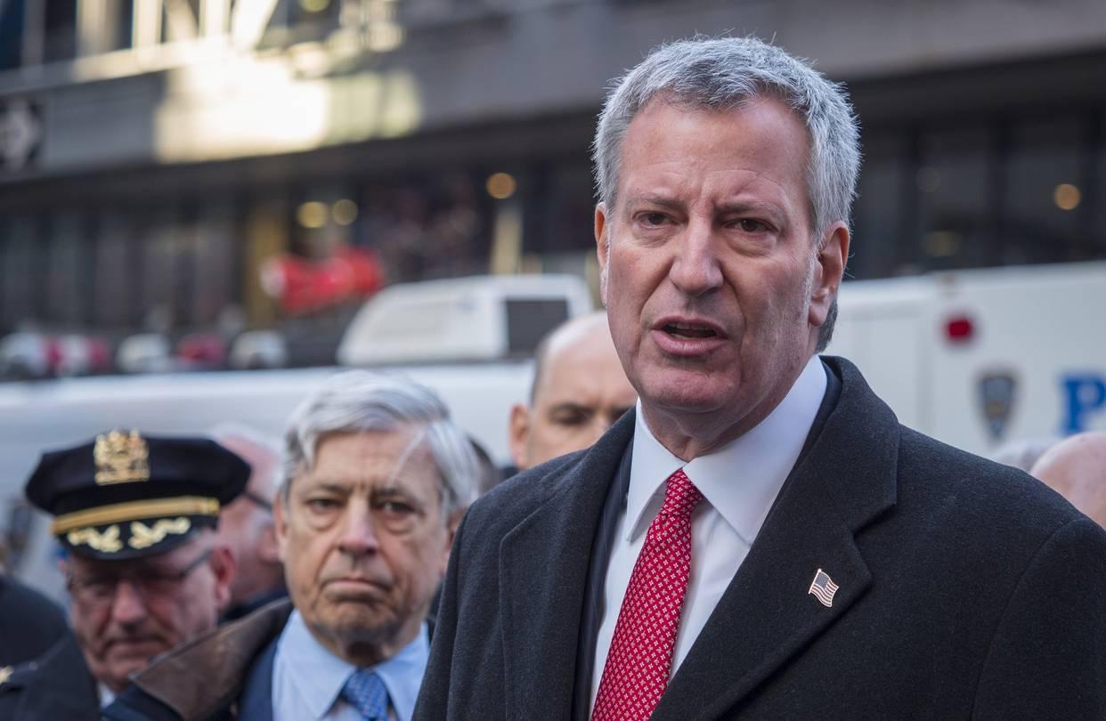 Primarul democrat din New York dorea să închidă două mari patinoare pentru că sunt deținute de Donald Trump. Reacția negativă a cetățenilor a provocat administrația locală să retragă decizia