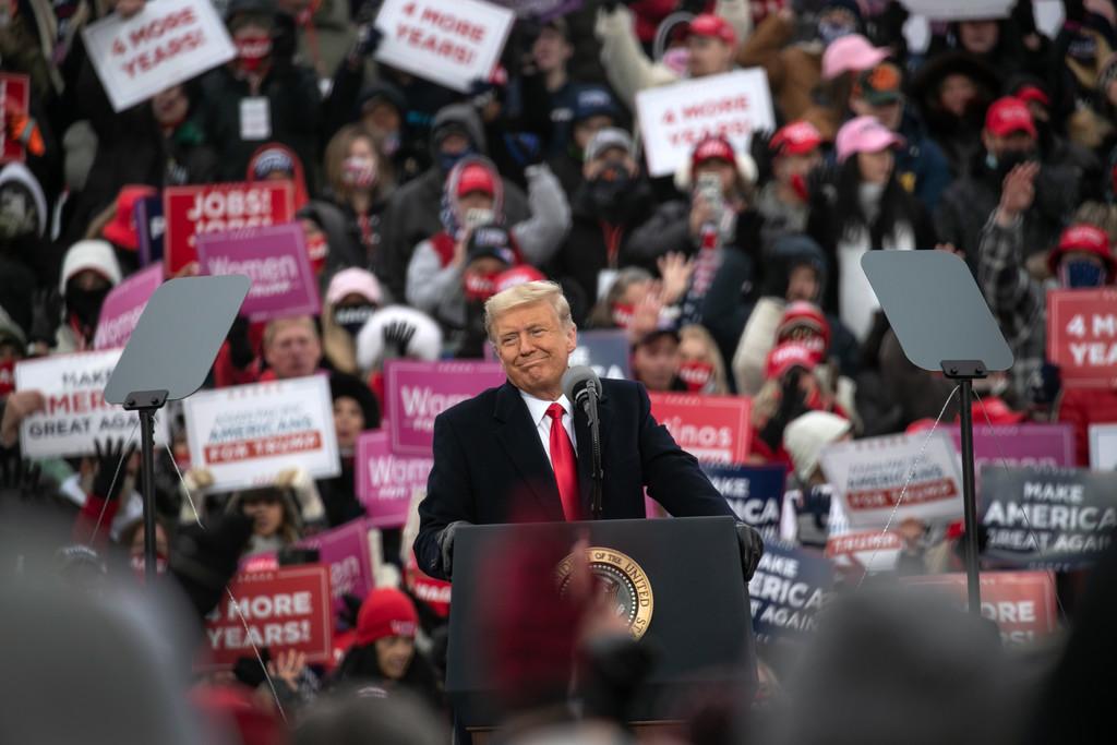 Răzbunarea lui Trump: Îi susține pe rivalii congresmenilor republicani care s-au ridicat împotriva lui