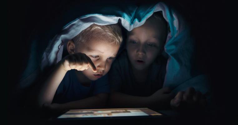 Cifre îngrijorătoare în România: o treime dintre cei care intră pe site-uri pornografice sunt copii. Unii dintre ei nu au nici 10 ani!