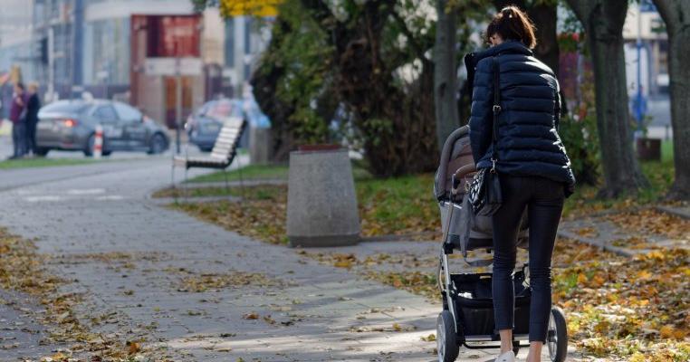 """O femeie din Cluj dată afară din magazin pentru că a intrat cu un cărucior de bebe: """"M-am simțit înjosită"""""""