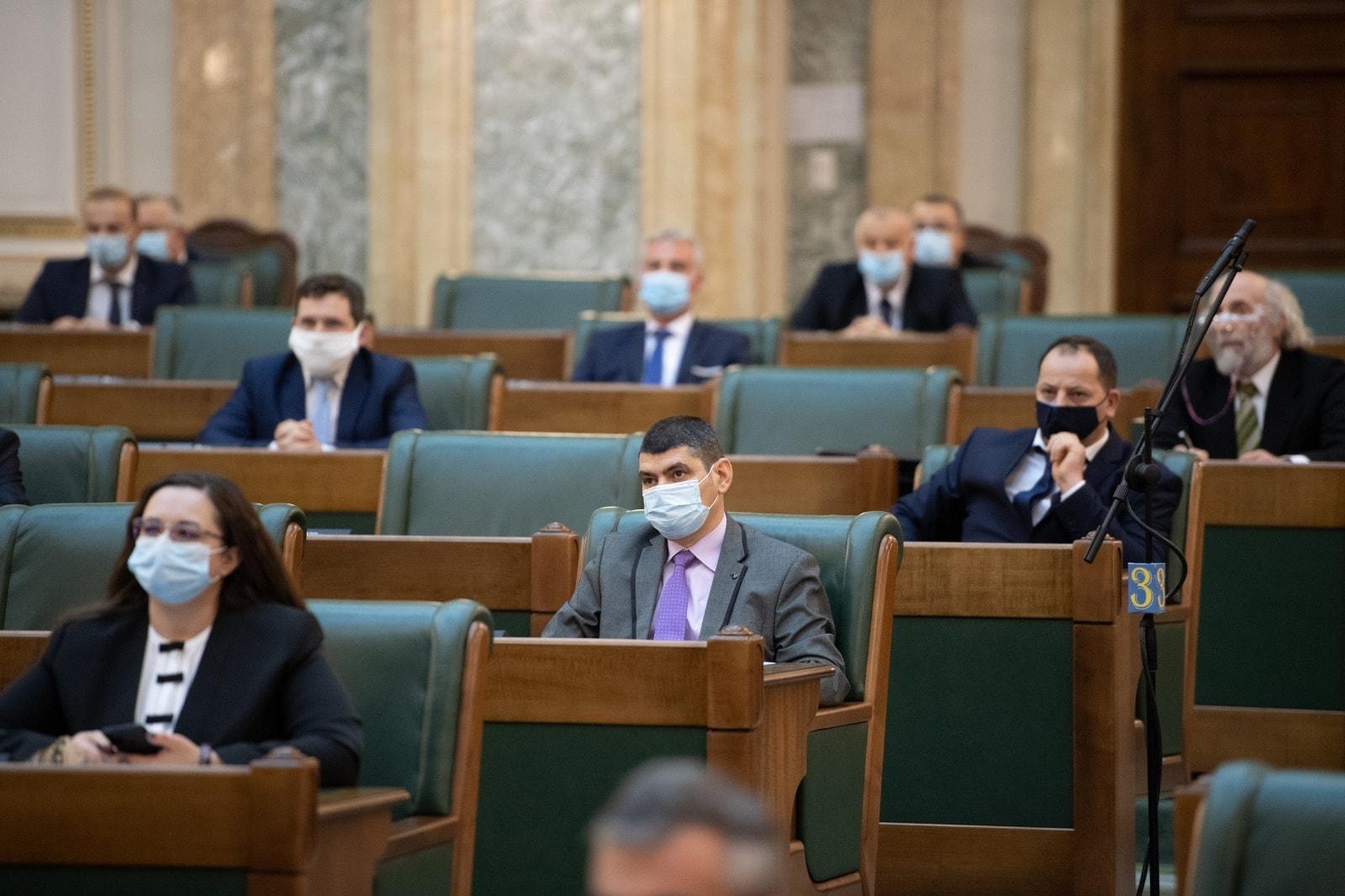 Un senator AUR susține introducerea educației juridice în învățământul preuniversitar