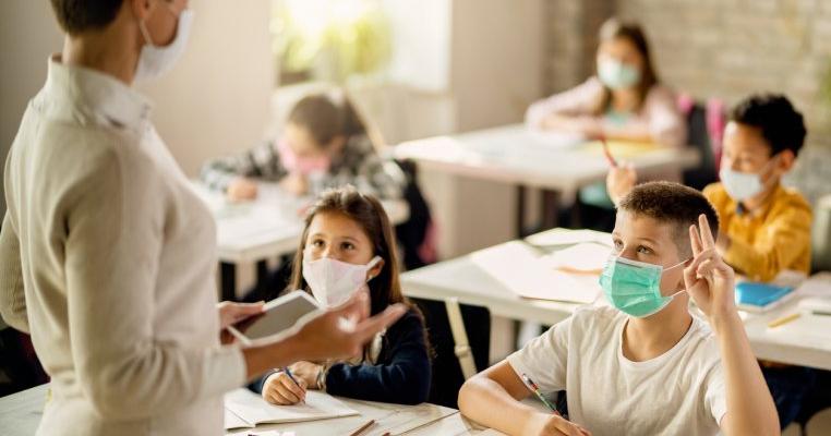 """Cîmpeanu nu închide școlile: """"Rata de infectare a elevilor care învață online e mai mare decât a celor care merg la școală"""""""