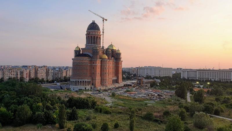 Sondaj | 58% dintre bucureșteni sunt în dezacord sau indeciși cu privire la decizia edilului Capitalei de a suspenda finanțarea pentru construirea Catedralei Mântuirii Neamului