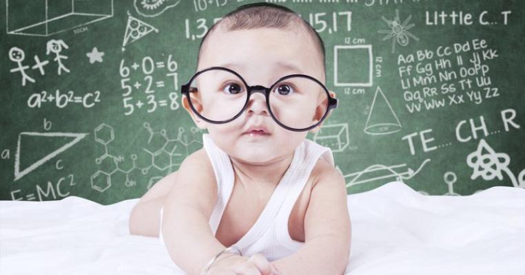 Studiu nou: copiii alăptați au rezultate neurocognitive superioare