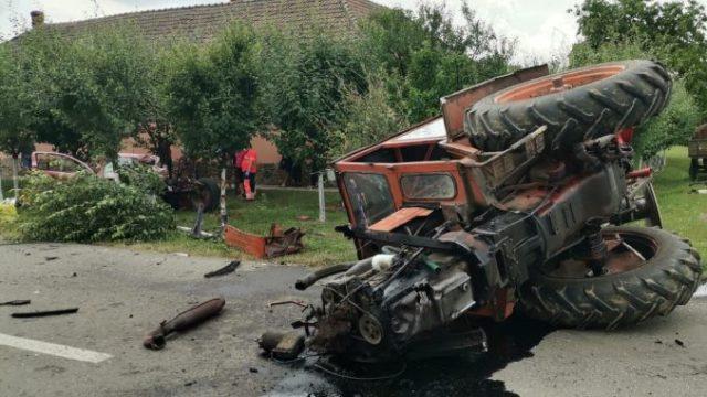 Un tânăr tractorist, fără carnet, a lovit o mașină și a ucis două persoane