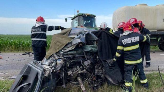 Un bărbat a murit și două fete au fost rănite după ce s-au răsturnat cu tractorul