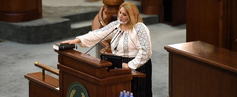 Senatoarea Diana Șoșoacă, proiect de lege pentru combaterea antiromânismului. Făptuitorul poate fi pedepsit cu închisoare de la 3 luni la 3 ani