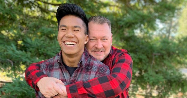Un tată a adoptat un copil din Cambodgia acum 20 ani. Acum îl privește cum concurează la Jocurile Olimpice de la Tokyo